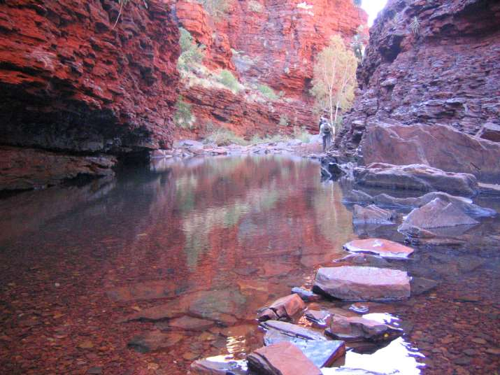 swimming-in-karijini