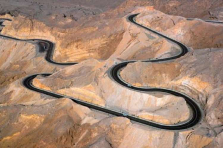 The Jebel Hafeet Mountain Road: Exploring the Arabian Landscapes
